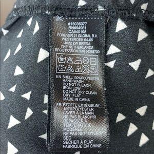 Forever 21 Dresses - Forever 21 razorback geometric print dress
